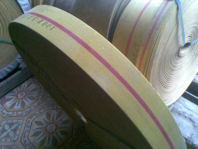 Đai băng tải gầu màu vàng